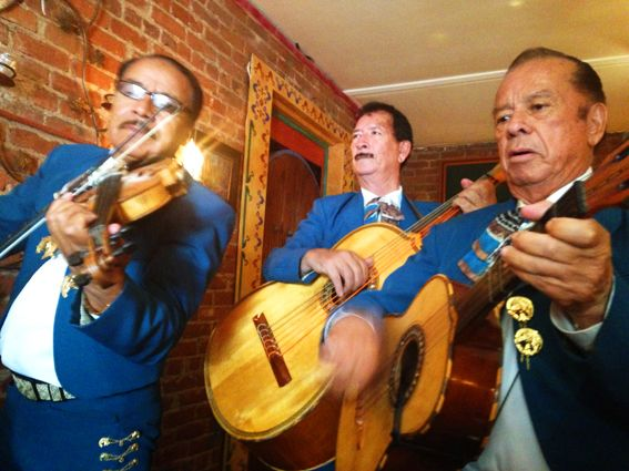 MOTHERS-DAY-MARIACHIS