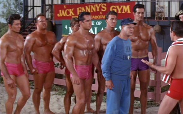 MUSCLE-BEACH-PARTY-ESCENA