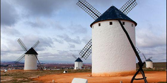 panoramica-molinos-de-viento-en-campo-de-criptana-ciudad-real