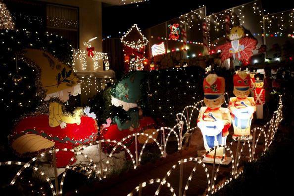 CHRISTMAS-HOUSE-PASADENA-1