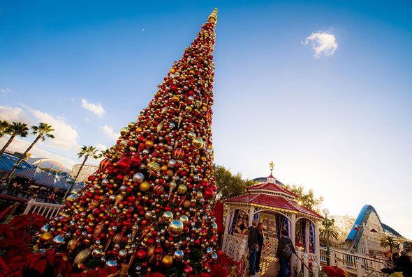 CHRISTMAS-TREE-DISNEY