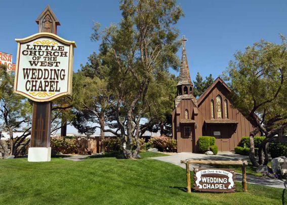 WEDDING-LAS-VEGAS-LITTLE-CHURCH
