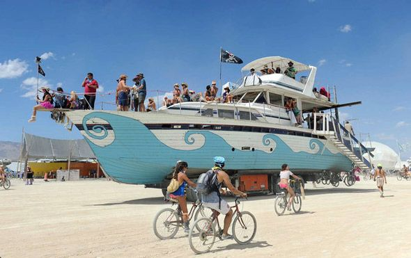 BURNING-MAN-BARCO-PIRATA