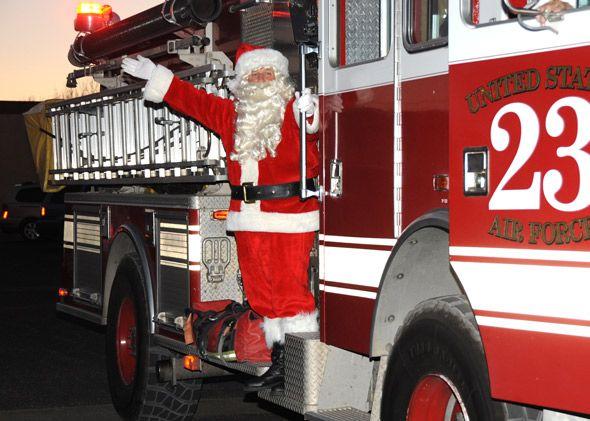 CHRISTMAS-SANTA-CLAUS-FIRE-TRUCK