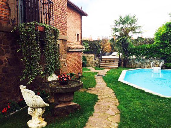 azofra-casona-piscina